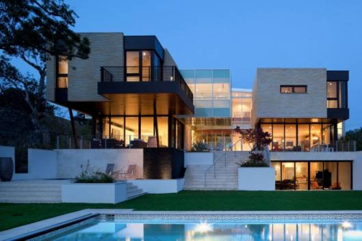 Investors see riches in luxury US homes