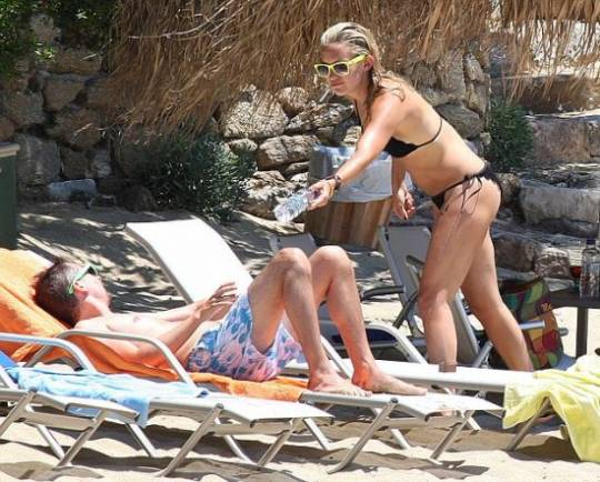 Kate Hudson enjoying sunbath in Greece