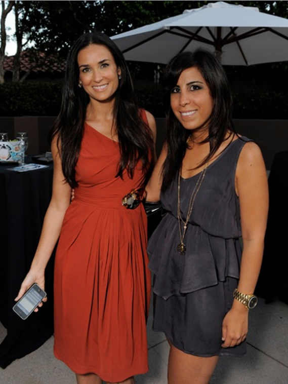 Demi Moore is a self-confessed iPhone fan, who has also actively participated in actively promoting the brand for Apple.