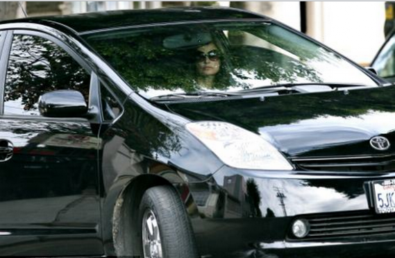 Moore has been photographed many a times behind the wheels of her $30,000 black Toyota Prius