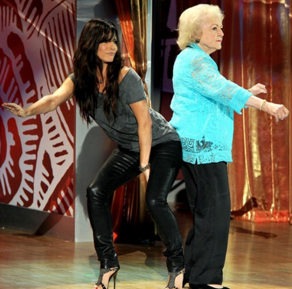 Sandra was spotted wearing these $200 J Brand 912 in Venom jeans, while busting a move with Betty White at the 2010 Teen Choice Awards.