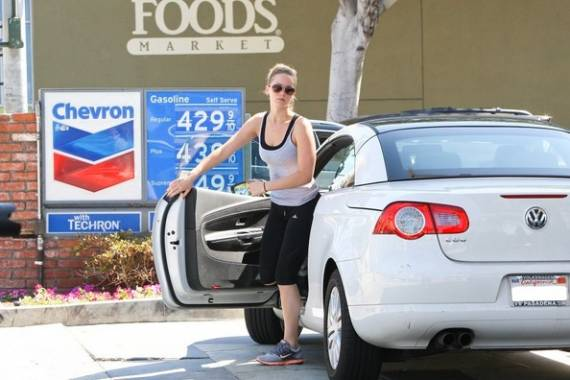 Jennifer Lawrence drives Volkswagen Eos