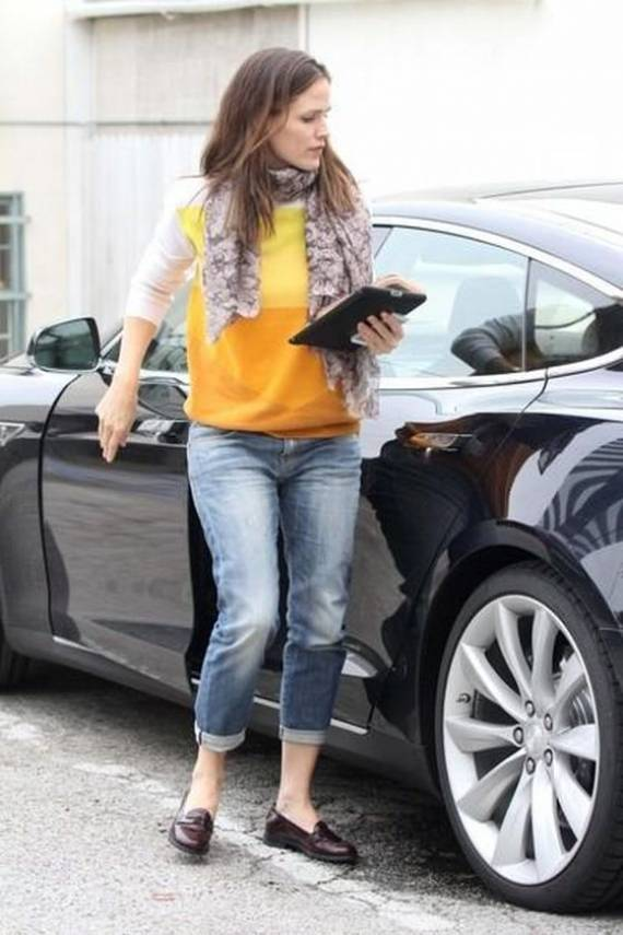 Jennifer Garner, the famous American actress has been spotted driving Tesla model S