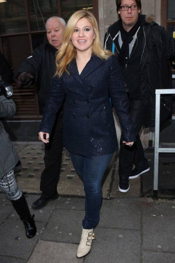 Grammy nominee Kelly Clarkson wore the classy sequined garment at the London BBC radio studio on December 2012.