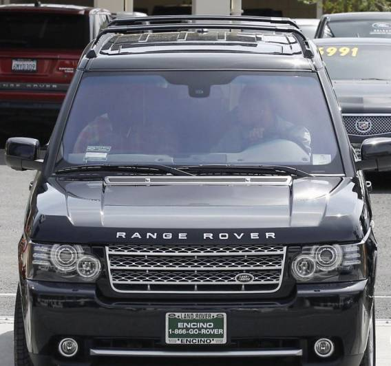 Chris Brown drives Range Rover