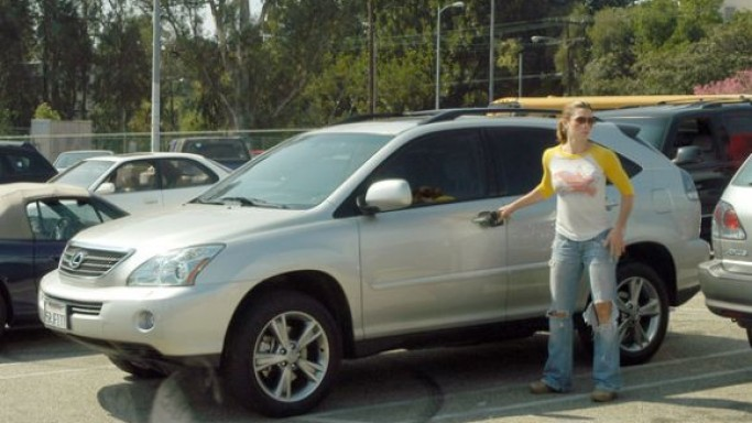 Jessica Biel drives Lexus RX400h