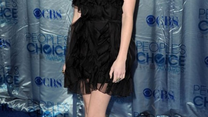 The actress flaunted her designer dress to the People's Choice Awards held during January 2011 in Los Angeles.