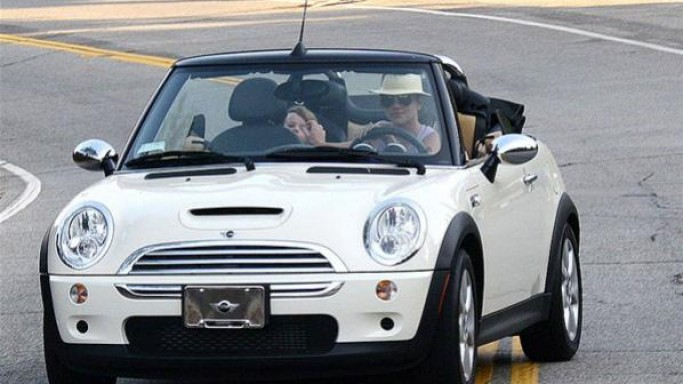 Britney Spears drives Mini Cooper S Convertible