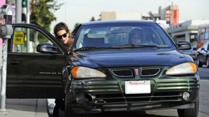 photo of Kate Beckinsale Chevy Suburban, Pontiac Grand AM - car