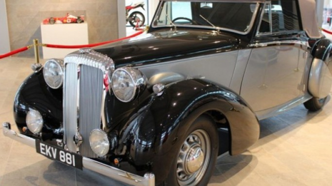 Winston Churchill's Vintage Daimler DB 18 Drophead Coupe sold for $614,500