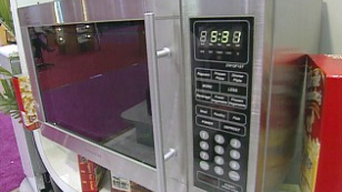 Daewoo Unveils Voice Recognition Microwave