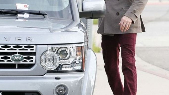 Ben Affleck drives Land Rover LR4