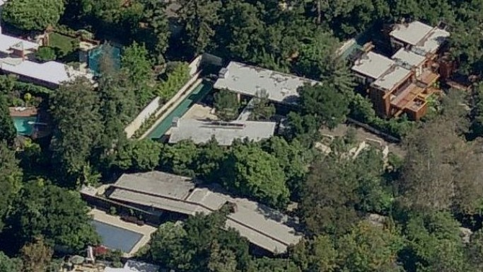 photo: house/residence of charming 60 million earning Los Angeles, USA-resident