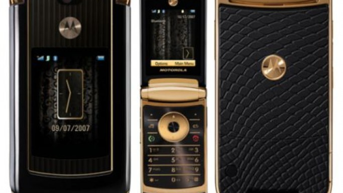 Special edition Motorola RAZR2 – Dipped in gold, draped in snake-like covering!