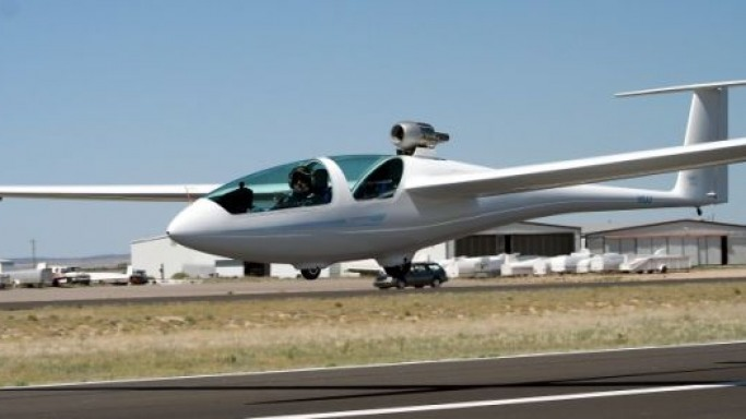 Desert Aerospace to sell sailplane fitted with retractable jet engine