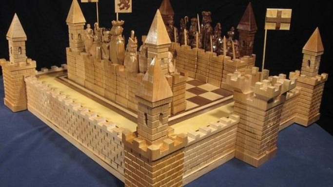 Jim Arnold's castle chess set depicts the Scottish Wars of Independence